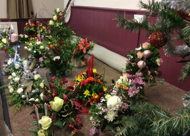 Flower arranging led by Lynne December 2018 - photo 2