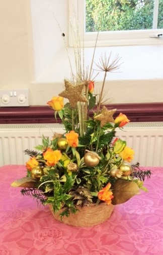 Flower arranging demonstration Lynne Christmas 2019 - photo 1