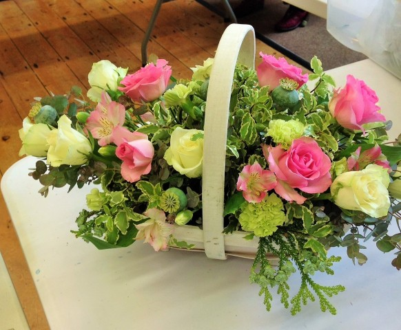 Flower arranging led by Lynne Spring 2019 - photo 6